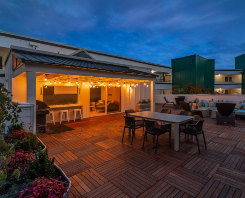 apartment roof with tables and chairs